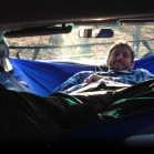 【海外】車内にハンモックを吊ってしまうという長年の夢を実現。その名も「カー・ハンモック」
