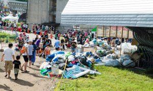 ゴミの散乱に残置テント。これでいいのか? フジロックが世界一クリーンなフェスだと胸を張って言うために