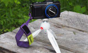 「登山中のカメラの悩み」携帯方法を考える。取り出しやすく、ブラブラしない『チェストストラップ固定方法』